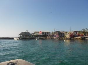 Isla Islota, een zelfgemaakt eilandje, van comch schelpen.