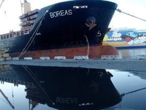 Vrachtschip de Boreas, op het punt naar Nigeria te varen. Vanwege die bestemming kwam er een speciaal pakket aan boord om ebola-patienten te isoleren en te behandelen.